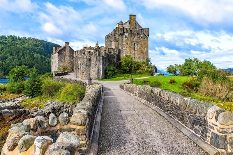 RoadTrip Motorcycle Tours. 14 day tour of teh UK . Visit Eilean Donan Castle. +44 (0)1483 662 135