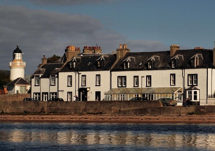 Hotel in Northern Scotland by the water