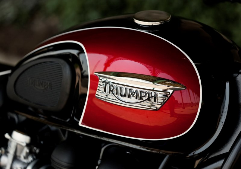 Triumph Bonneville T100 for hire from RoadTrip in Woking, Surrey, UK. +44 (0)1483 662 135