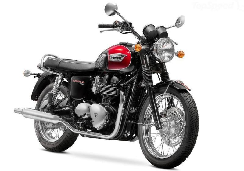 Triumph Bonneville T100 for hire from near London. RoadTrip in Woking, Suurrey, UK. +44 (0)1483 662 135